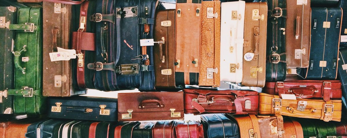 What should I pack in my escort bag